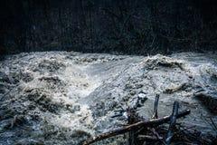 Stormig stark flod Arkivbild