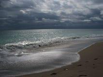 stormig strandmorgon Fotografering för Bildbyråer
