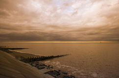 Stormiga himlar över Withernsea, östkostnad Yorkshire, UK Fotografering för Bildbyråer