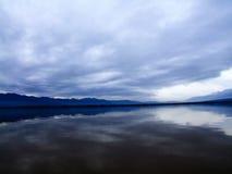 Stormiga moln på sjön Kerkini Fotografering för Bildbyråer