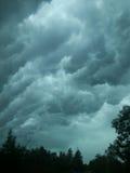 stormiga skies Arkivbild