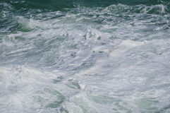 stormiga waves royaltyfri bild