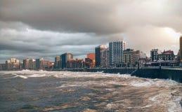 Stormigt hav i Gijon Royaltyfri Bild