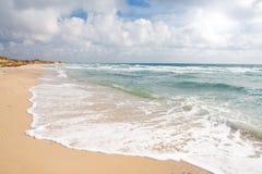 stormigt strandhav Fotografering för Bildbyråer