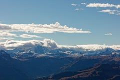 Stormigt väder över Glarus fjällängar royaltyfri fotografi