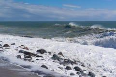 Stormigt väder på kusten Fotografering för Bildbyråer