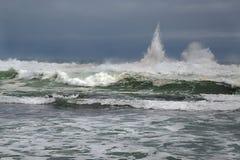 Stormigt vågavbrott Fotografering för Bildbyråer