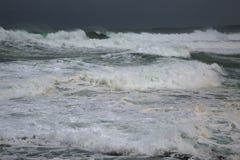 Stormigt vågavbrott Royaltyfria Foton