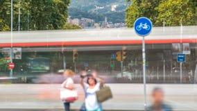 Stormloop van het verkeer van de dagtijd op weg timelapse in Barcelona, Spanje