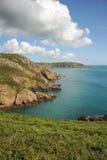 Stormmoln över den Guernsey kusten kanaliserar Isla Arkivfoton