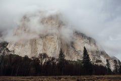 Stormmoln över El Capitan Arkivbilder