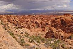 Stormmoln över ett rött vaggar kanjonen arkivfoton
