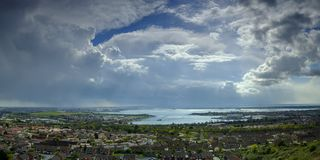 Stormmoln över Portsmouth, Hampshire, UK royaltyfria bilder