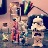 Stormtrooper met liefdecapsule Stock Foto's