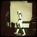 Stormtrooperen går på av berömmelse royaltyfri fotografi