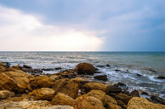 Stormy sea waves on the rocky shore Royalty Free Stock Photography