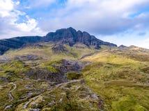 Storr的老人的鸟瞰图在秋天-斯凯,苏格兰小岛  免版税库存图片