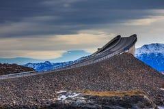 Storseisundet bro den huvudsakliga dragningen av den atlantiska vägen Royaltyfria Bilder