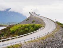 Storseisundet bro, den huvudsakliga dragningen av den atlantiska vägen norway Fotografering för Bildbyråer