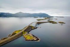Storseisundetbrug, Road Noorwegen van de Atlantische Oceaan Stock Afbeelding