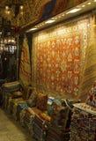 Storslagen basar Istanbul, orientaliskt mattlager Arkivfoto