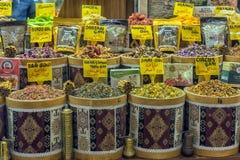 Storslagen basar, kryddor och torkade örter Arkivbilder
