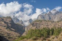 Storslagen bergklyfta i hjärtan av Himalayas Royaltyfria Foton