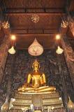 Storslagen Buddha guld Hall Arkivbilder