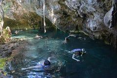 Storslagen cenote i den Yucatan halvön, Mexico royaltyfria bilder