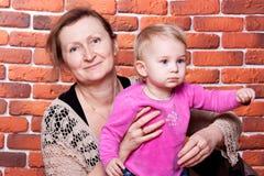 storslagen farmor för dotter henne Fotografering för Bildbyråer