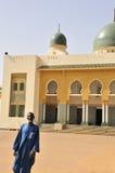 storslagen guardmoské niamey för ingång royaltyfria foton