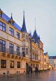 Storslagen hertiglig slott i den Luxembourg staden Royaltyfri Bild