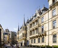 Storslagen hertiglig slott i den Luxembourg staden Fotografering för Bildbyråer