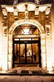 Storslagen historisk byggnadsingång i Ortigia sicily Royaltyfri Bild