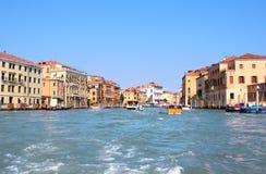 Storslagen kanal av Venedig, Italien. fotografering för bildbyråer