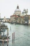 Storslagen kanal i Venedig, gränsmärke som är turistic, loppbegrepp Royaltyfri Foto