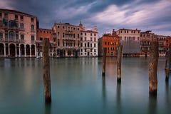 Storslagen kanal i venice, Italien royaltyfri foto