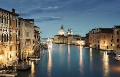 Storslagen kanal och basilika Santa Maria della Salute, Venedig royaltyfri bild