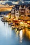 Storslagen kanal på natten, Venedig Royaltyfria Foton