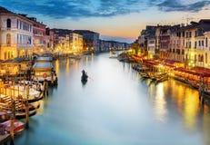 Storslagen kanal på natten, Venedig Royaltyfri Fotografi