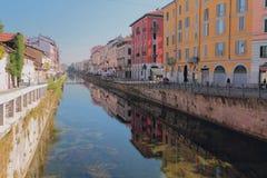 Storslagen kanal stora Naviglio Milan Italien arkivfoto
