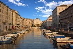 Storslagen kanal, Trieste, Italien royaltyfri bild
