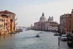 Storslagen kanal. Venedig. Fotografering för Bildbyråer