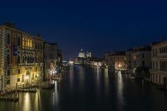 Storslagen kanal Venedig Arkivbild