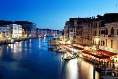 Storslagen kanal, Venedig, Italien på solnedgången arkivbilder