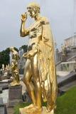 Storslagen kaskad för springbrunnar i Pertergof, St Petersburg, Ryssland Royaltyfria Foton