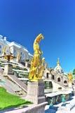 Storslagen kaskad i Pertergof, St-Petersburg Arkivbild