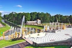Storslagen kaskad i Pertergof, St Petersburg Royaltyfria Bilder