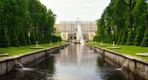 Storslagen kaskad i Pertergof, St Petersburg, Ryssland Fotografering för Bildbyråer