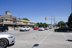 Storslagen krökning, Ontario, Kanada - 02 Juli 2016: Trafik och bilar på Arkivbild